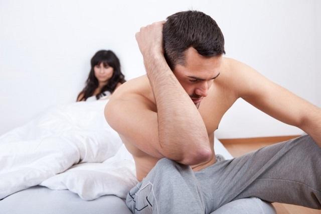 мужик с женщиной в постели